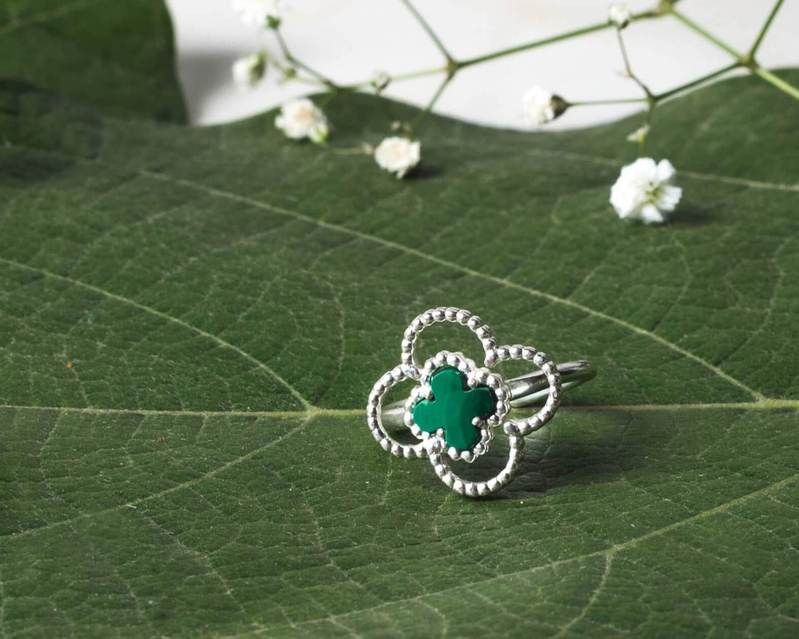 Double clover ring in silver from 4 leaf Talisman