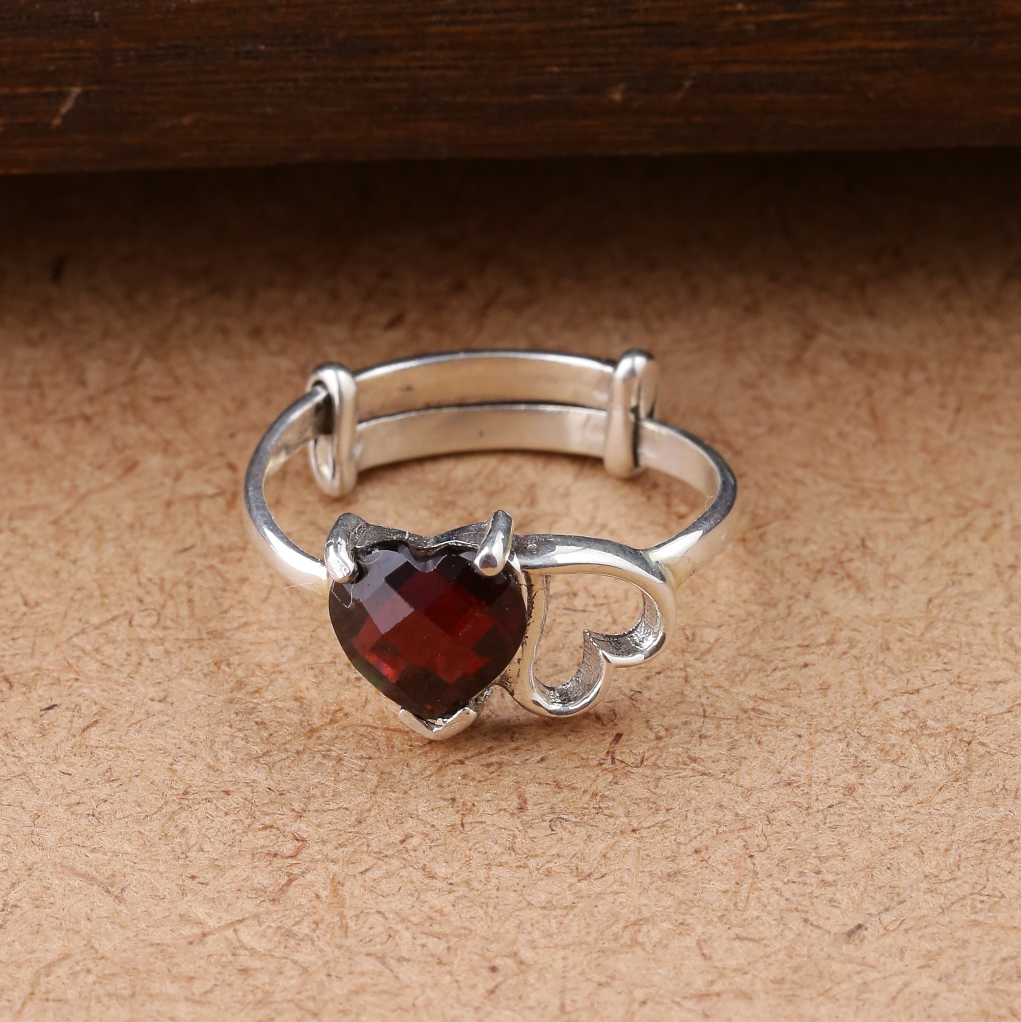 Lovely twin hearts Sneh finger ring faceted Red Garnet
